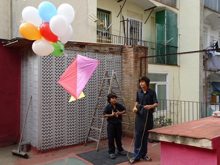 Kites, kids and monkeys - (c) Pili Redondo